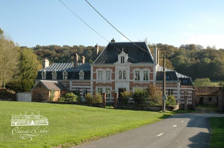 Château d'Embry met 16 kamers.
