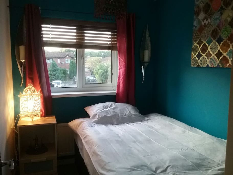 Single room with a big single bed