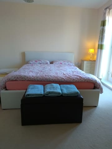 Large Double Room near Bath & Longleat