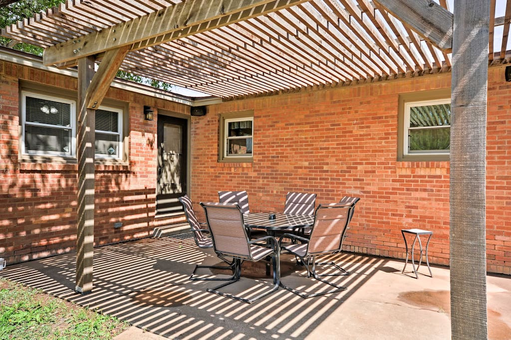 This vacation rental features numerous amenities and room for 6.