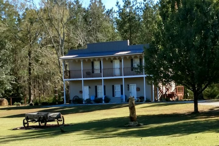 Bear Creek Saloon Guesthouse