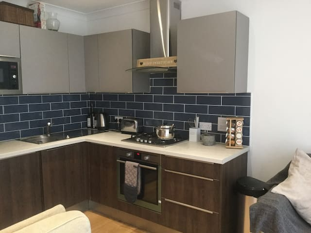 Gorgeous 1 bedroom apartment in Forest Hill