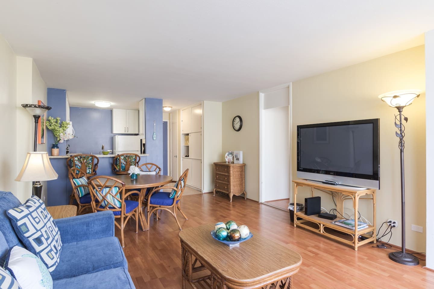 Spacious, airy, and bright with central a/c. My guests can feel right at home here.
