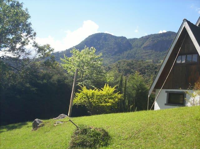 Chalé Mirante do Baú no alto da Montanha - São Bento do Sapucaí - Hytte (i sveitsisk stil)