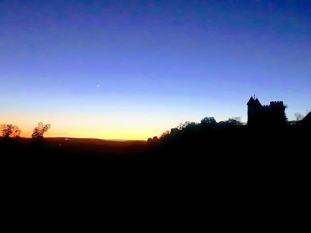 SoCal CASTLE! Serene Private Suite: Sunset, Stars
