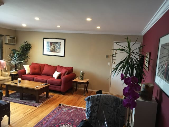 1 Bedroom Fully Furnished Condo (Easy NYC Commute)