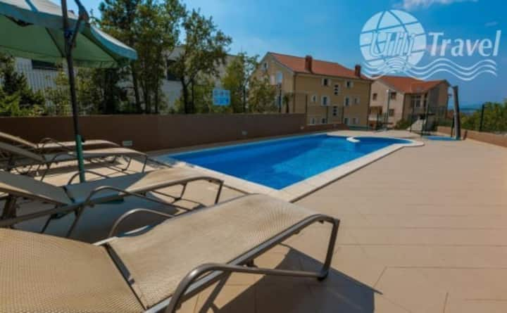 Apartment for 4 in Dramalj with pool use, sea view
