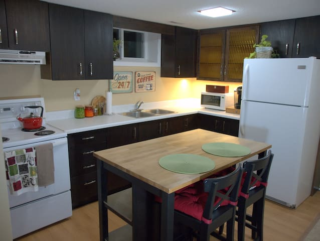 **SANITIZED**CUTE & COZY APT CLOSE TO AIRPORT