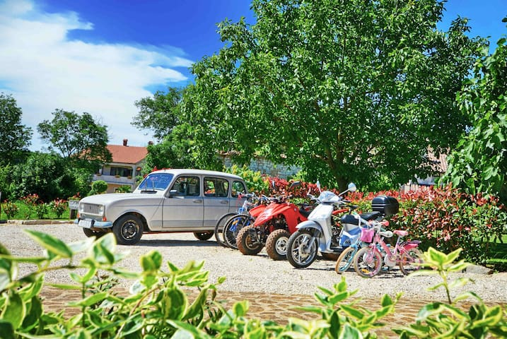 A legendary Renault 4, a quad, a Piaggio scooter and bicycles waiting for you...