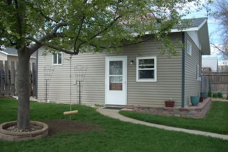 The Cottage: Small 2 bedroom/1 bath
