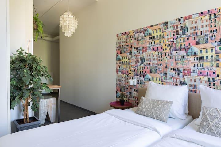Luxe Prive Kamer Met Prive Badkamer Hostels For Rent In Den Haag Zuid Holland Netherlands