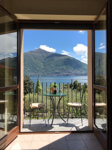 Amazing Como View Apartment for 4