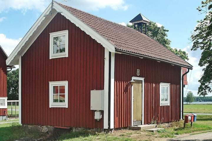 5 person holiday home in LÖNASHULT