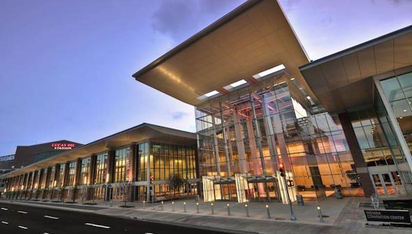 Large Loft Downtown Near Convention Center