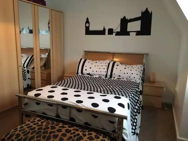 Brixton Bed room