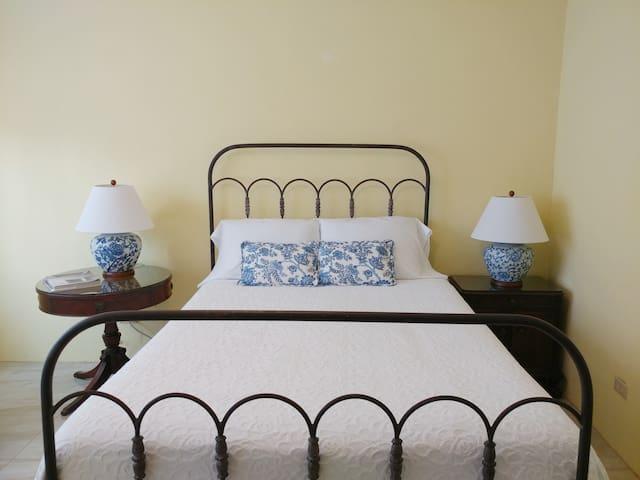 La Casa Rosa / Espacio Amarillo