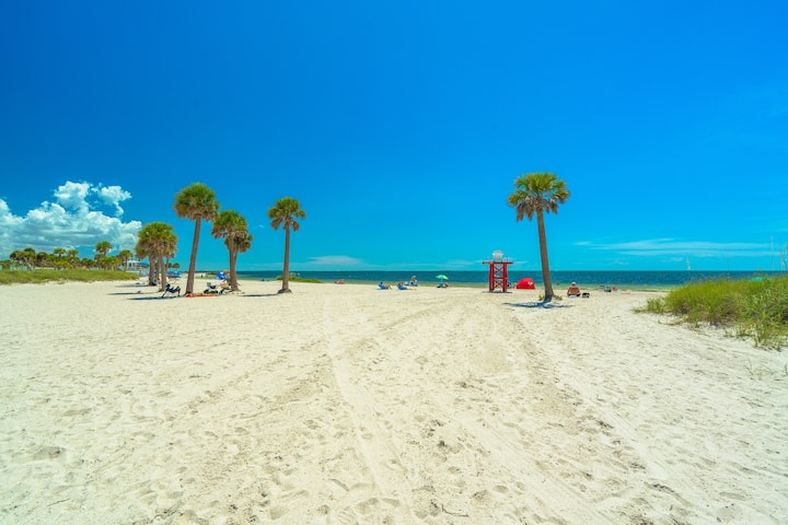 LOWEST PRICE/FULLY UPGRADED/BEACH/WALK TO DOWNTOWN