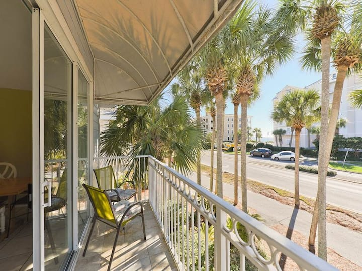 Updated, bright condo, Steps to the beach, Close to entertainment