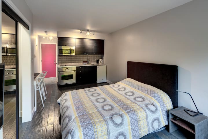 MTL DOWNTOWN STUDIO APARTMENT 11