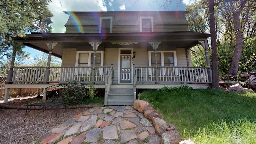 1899 Victorian, Easy Walk to Downtown Manitou Springs