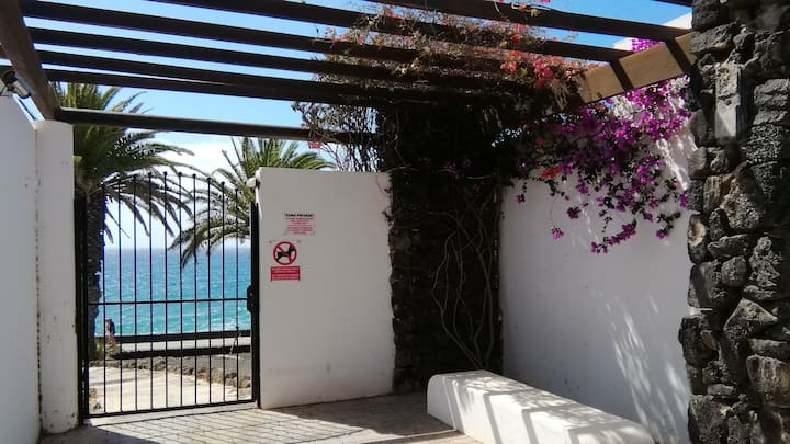 PLAYA ROCA COSY STUDIO  - seafront pool complex