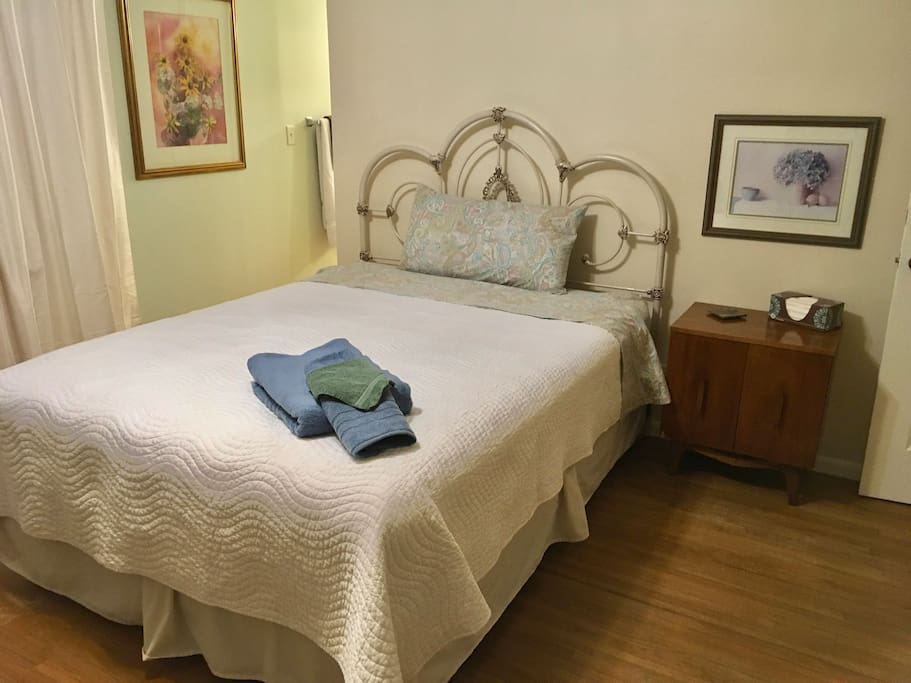 Welcome Home Queen Bed W Private Vanity Houses For Rent In Garden City Kansas United States