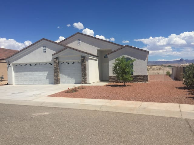 Gorgeous new view home near river, golf, casinos