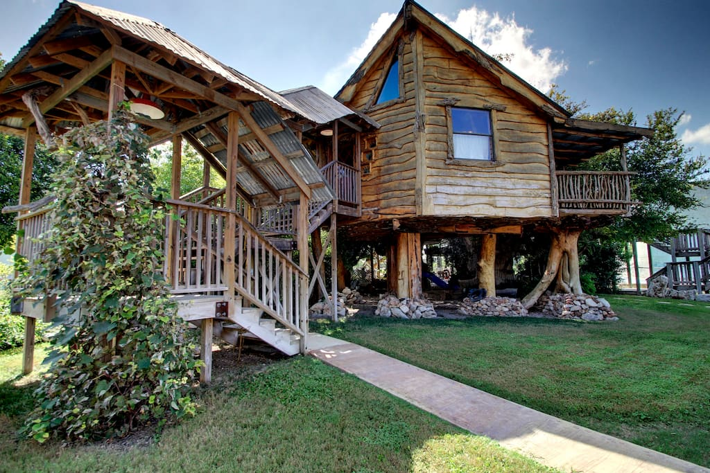 Cloud 9 tree haus cloud lane treehouses for rent in - 2 bedroom suites in new braunfels tx ...