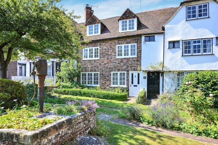 Heart of Rye, Stunning Cottage - Sleeps 6