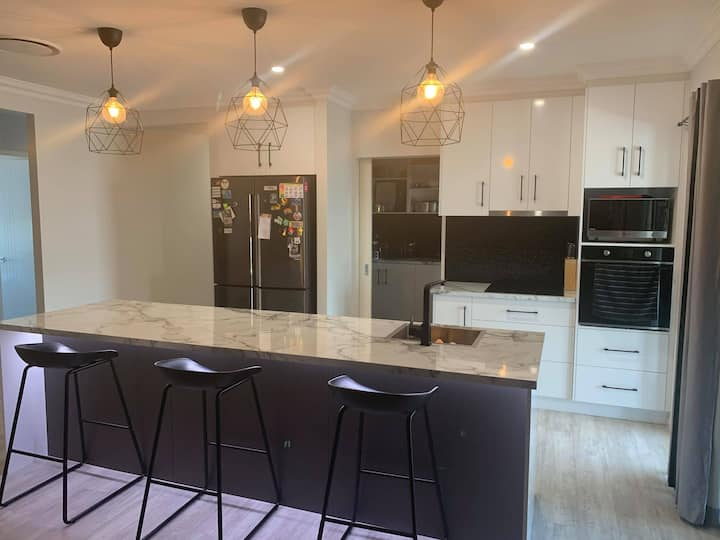 Stylish and Modern - Brand New Home! - Room B