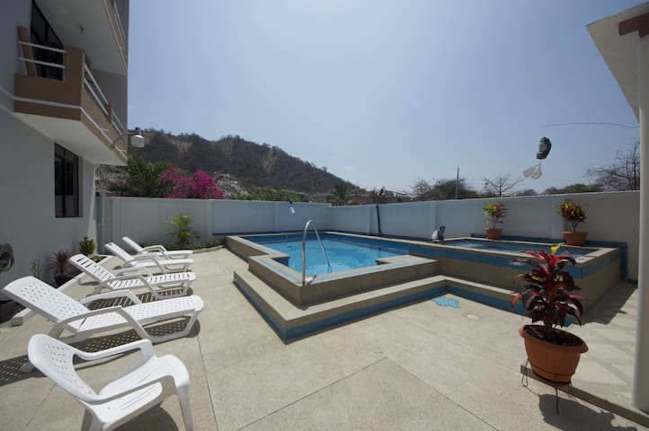 Modern Beach Condo Pool Access - San Jacinto - Apartment