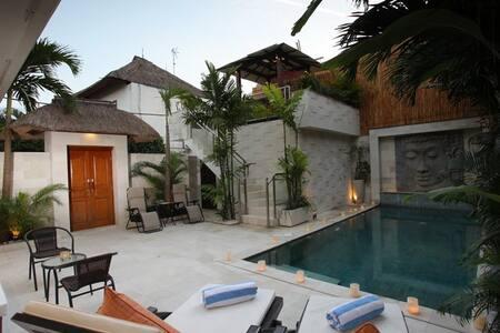 Amazing 3 br Villa in Oberoi - Kuta - Villa