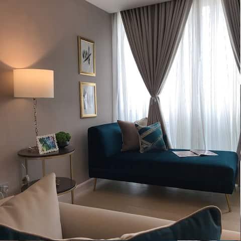 Luxuriös eingerichtetes Apartment mit 2 Schlafzimmern und Blick auf das Wasser