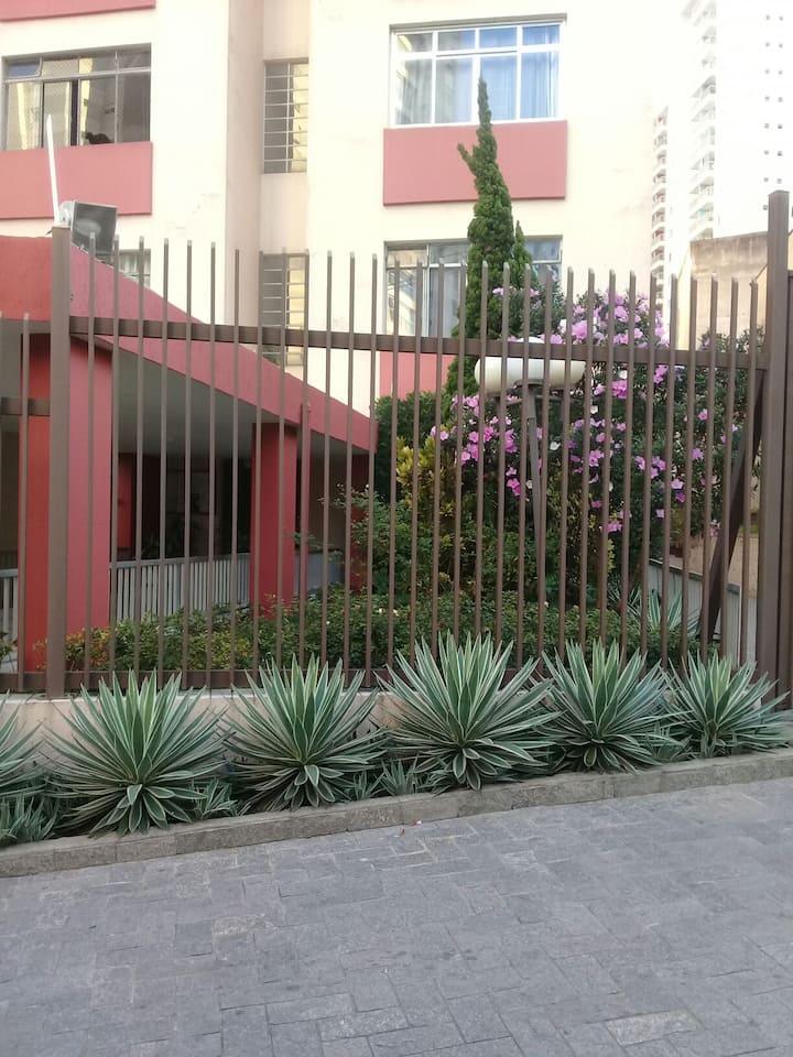 Apt inteiro Aclimação Sp. Rua Almeida torres. 88