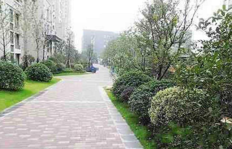 一家人 - Nanjing Shi - House