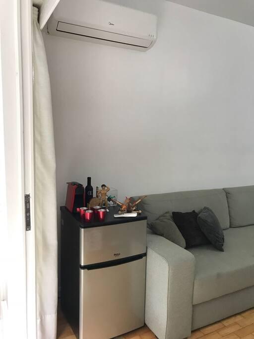 Living room com frigobar