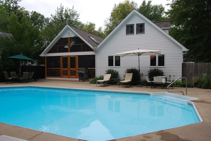 Family-friendly Union Pier House w/Free WiFi/Private Hot Tub & Pool/Central AC!