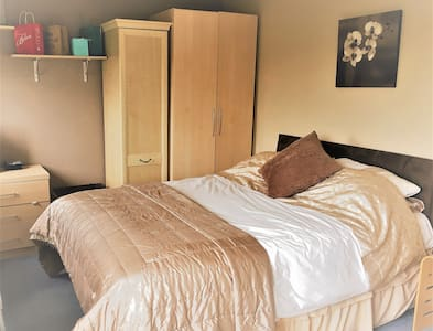 For Females only comfy bedroom, breakfast, wi-fi - Loughborough - Bed & Breakfast