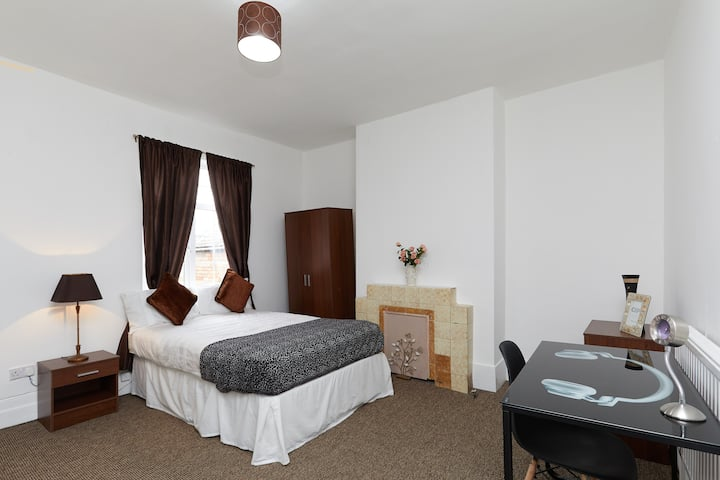 2Executive Business Room-Derby-Home Away From Home