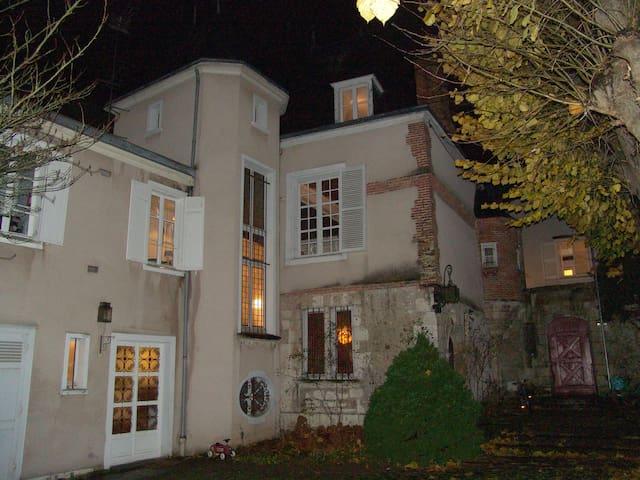 Belle demeure du XVIe siècle, quartier historique