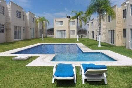 Casa en Morelos, Tehuixtla. 7km de Tequesquitengo