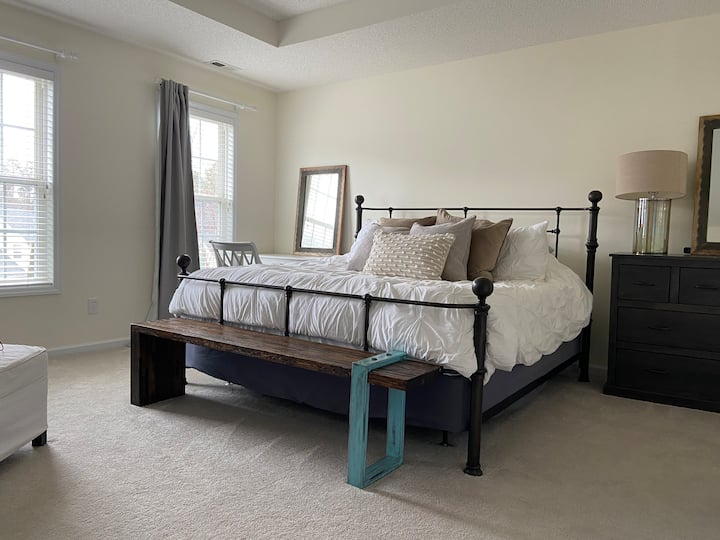 Clean, fully-stocked Chapel Hill gem!