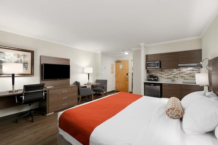 Extended Stay - King Bed Suite w/Kitchenette