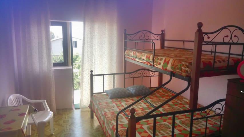 Вид на море балкон кровать 2 яруса трехместная.