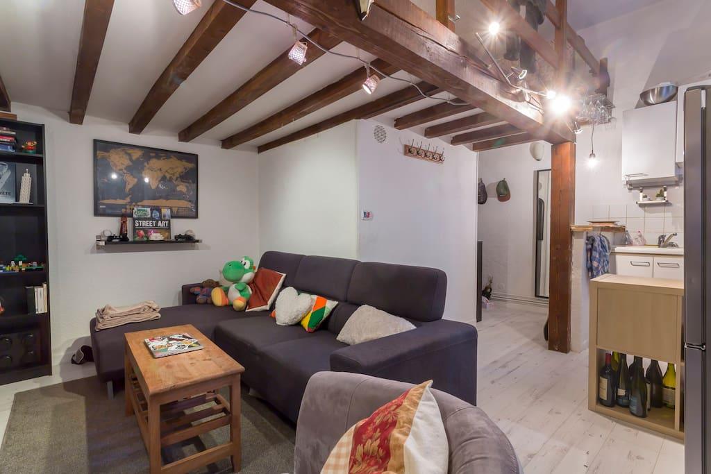 studio 30m2 mezzanine pentes croix rousse apartments for rent in lyon auvergne rh ne. Black Bedroom Furniture Sets. Home Design Ideas