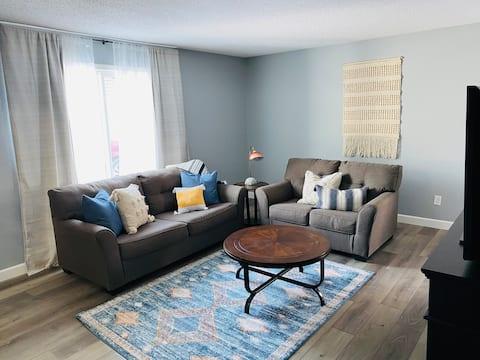 The Blue Pine | Modern Apartment | Near Downtown