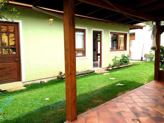 Area externa do jardim junto a garagem