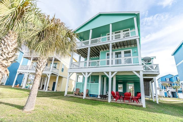 Expansive 2nd and 3rd floor decks with views of Galveston Bay