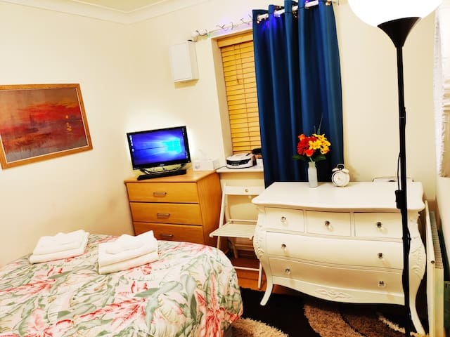 Nice  room close to ExCel/O2/LCY.