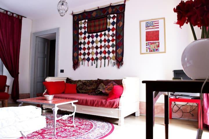 il fascino di una casa antica in riva al lago - Laveno-Mombello - Apartemen